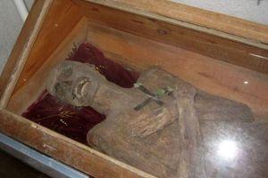 Hé lộ bất ngờ về xác chết 300 năm vẫn nguyên vẹn