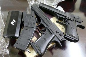 Truy tìm băng cướp dùng súng điện và dao xông vào nhà dân cướp tài sản