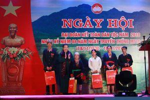 Phó Chủ tịch Thường trực Quốc hội Tòng Thị Phóng dự Ngày hội Đại đoàn kết tại xã Ba Vì, Hà Nội