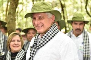 Chủ tịch Cuba mang khăn rằn, ăn cơm nắm tại địa đạo Củ Chi