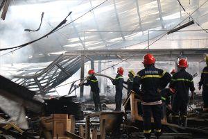 Cháy nhà xưởng ở công ty gỗ khi công nhân đang làm việc