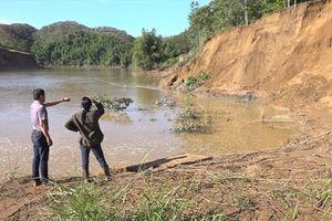 Tàu khai thác cát đang... 'bức tử' thượng nguồn sông Đồng Nai