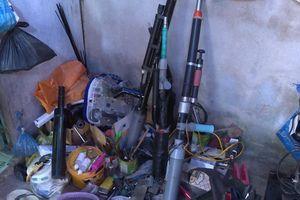 Điều tra vụ mất trộm, bất ngờ phát hiện 'xưởng' làm súng, mã tấu tự chế