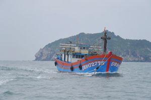 Tàu KN 322 cứu tàu cá bị nạn trên biển