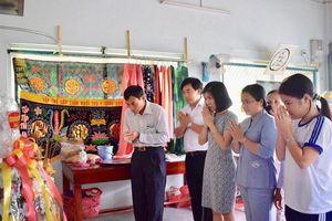 Thủ tướng Nguyễn Xuân Phúc thăm hỏi, tri ân đến 'người thầy viết thư xin sách cho học trò'