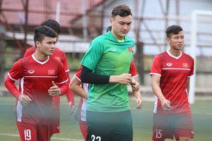 Văn Quyết chấn thương, đội tuyển Việt Nam trở lại sân tập trước khi rời Lào