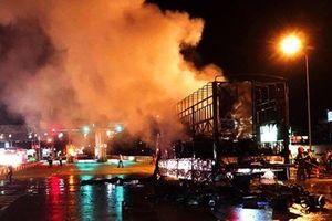 Bình Định: Xe tải chở đệm bất ngờ cháy rụi khi đang lưu thông