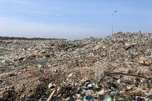 Nhà máy rác ngưng hoạt động, rác ùn ứ khắp nơi