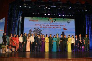 Báo PLVN tổ chức Chương trình giao lưu nghệ thuật 'Chung tay xóa nghèo pháp luật về biên giới biển đảo'