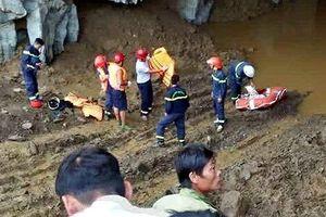 Hòa Bình: Tìm thấy 1 nam thanh niên kẹt trong hang đào vàng