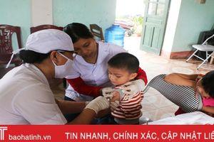 Hơn 20 ngàn trẻ từ 1 - 5 tuổi ở Hà Tĩnh được tiêm bổ sung vắc-xin sởi - rubella