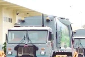 'Siêu xe' chở rác giá 10 tỷ, tỏa nước hoa về Việt Nam