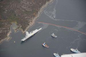 Chiến hạm Na Uy chìm xuống nước vì bị tàu chở dầu đâm