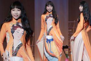 Hoa hậu Hoàn vũ nhí Ngọc Lan Vy cao 1m72 tha thướt trình diễn áo dài tại Nhật Bản