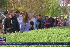 Hàng trăm người xếp hàng hiến máu sau vụ xả súng ở California