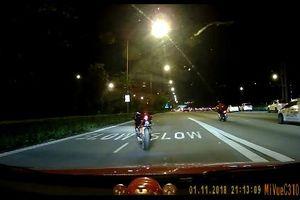 Clip: Người dân bàng hoàng nhìn thấy xe máy không người lái trên đường phố