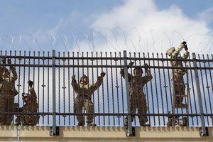 Lính Mỹ giăng 'thiên la địa võng' với Mexico, chặn đứng dân di cư