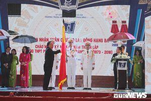 Trường THPT Phan Đình Phùng đón nhận Huân chương Lao động hạng Ba