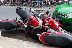 Hiện trường vụ taxi tông 6 xe máy ở ngã tư được chia sẻ liên tục trên mạng xã hội