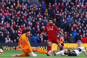 Đánh bại đội cuối bảng, Liverpool vươn lên ngôi đầu