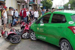 Taxi tông 6 xe máy ở Tiền Giang
