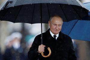 TT Trump, Putin và các lãnh đạo thế giới đội mưa kỷ niệm Thế chiến 1