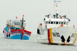 Cứu thành công tàu cá cùng 19 ngư dân bị nạn trên biển