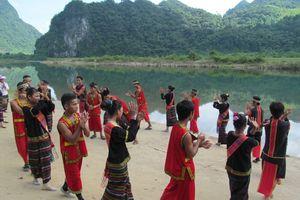 Tour du lịch tìm hiểu văn hóa cộng đồng người Vân Kiều ở Quảng Bình