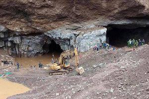 Tìm thấy 1 thi thể phu vàng ở núi Cột Cờ