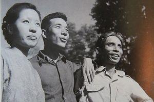 Nhà văn Thế Lữ: Mỉm cười trong lúc nhắm chua cay…