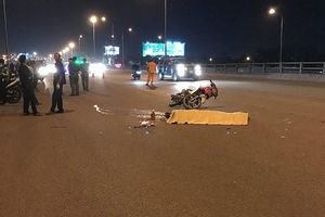 Va chạm với container, 2 thanh niên đi xe máy tử vong