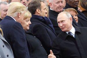 Ông Putin khẳng định 'có nói chuyện' với ông Trump dù bị đổi chỗ ngồi