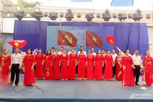 Đồng chí Hoàng Viết Đường dự Ngày hội Đại đoàn kết tại Thị xã Thái Hòa