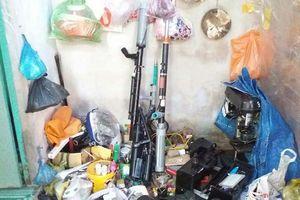 Clip: Công an bất ngờ phát hiện 'kho' sản xuất súng tự chế tại Vĩnh Long
