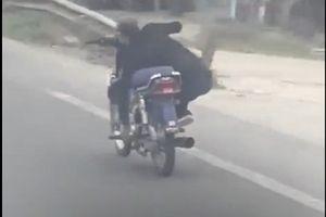 Clip: 'Ngao ngán' với màn biểu diễn lạng lách giữa đường của 'anh hùng xa lộ'