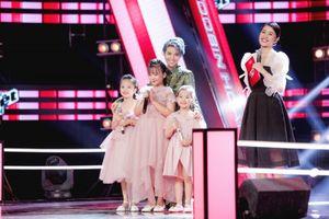 'Tan chảy' trước màn trình diễn 'Mẹ yêu con' của bộ ba thiên thần nhỏ tuổi nhất Giọng hát Việt nhí