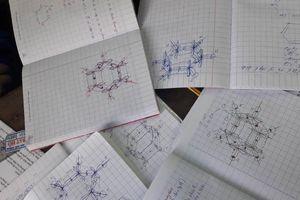 Bài tập Hóa khiến học sinh than trời không biết đang học Hóa hay học Mỹ thuật