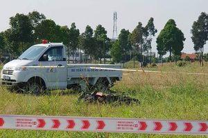 Tá hỏa phát hiện thanh niên tử vong cạnh xe máy trong bãi đất trống ở Bình Dương