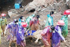 Tìm thấy 1 trong 2 nạn nhân vụ sập hầm vàng ở Hòa Bình