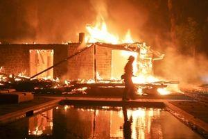 25 người thiệt mạng, California lao đao vì cháy rừng lan rộng