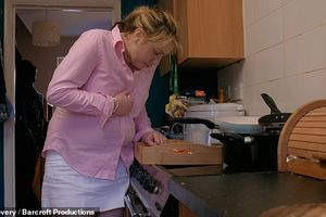 Hội chứng kỳ lạ khiến cô gái nôn mửa 100 lần/ngày