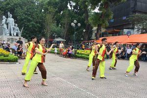 Tìm kiếm điệu nhảy Việt Nam: Cứ đi, khắc đến