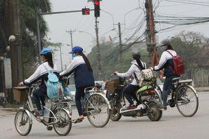 Đã đến lúc 'quản chặt' chuyện đi xe máy, xe đạp điện của học sinh?
