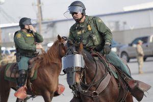 Thiết bị quân sự biên phòng Mỹ sử dụng để ngăn người nhập cư