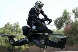 Cận cảnh chiếc motor bay của cảnh sát Dubai
