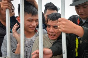 Báo Thái Lan gọi cảnh chen chúc mua vé ở Việt Nam là điên rồ