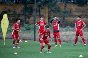 Sốt vé trận Việt Nam - Malaysia: Tuyển thủ quốc gia cũng lao đao