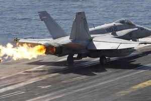 Tiêm kích F/A-18 Mỹ đâm xuống biển khi huấn luyện