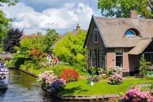 Lạc vào thị trấn cổ tích 700 năm tuổi kỳ lạ ở Hà Lan