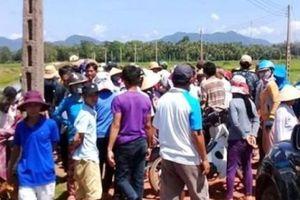 Bình Định: Người dân chặn xe rà phá bom mìn ở DA điện mặt trời